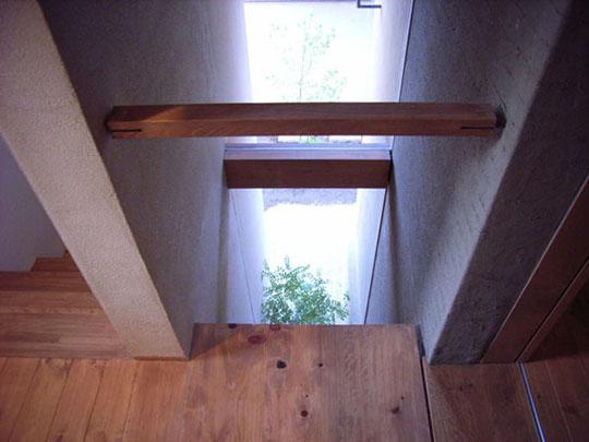 階段室から寝室へのブリッジ
